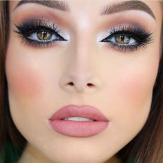 Such a beauty @jessicarose_makeup #GrandGlamor #vegasnaylashes