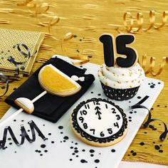 Wilton Sparkling New Year's Treats #diy #newyears #nye #wilton #cookies #cupcake #dessert