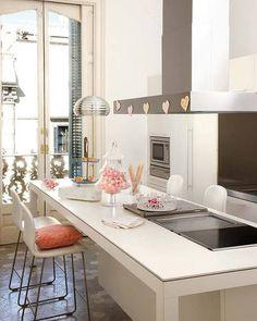 contemporary kitchen + cooking island (via planete-deco)