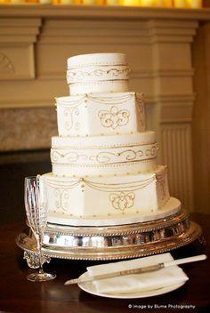 White + gold   19 Wedding Cake Ideas   Blume Photography