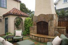 mediterranean patio by Hoi Ning Wong