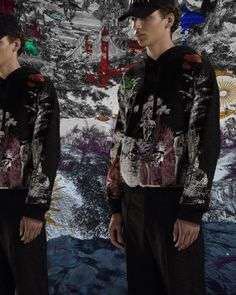A world of fantasy and make-believe. Atop pieces like a hooded sweatshirt, the Dreamatic print reveals pop details of an envisioned tomorrow, rendered in monochrome with a fluorescent touch. #ValentinoMenPreFall20. Valentino Men, World Of Fantasy, New Theme, Fall Collections, Poplin, Hooded Sweatshirts, Monochrome, Ready To Wear, Sequin Skirt