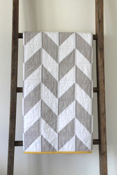 Craftyblossom: grey and white herringbone quilt.