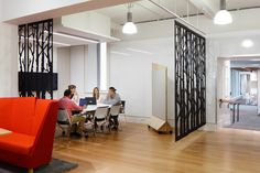 Flexible breakout/work areas with moveable privacy panels