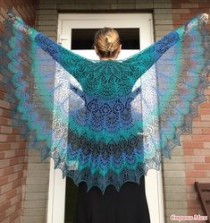 Доброго времени суток, дорогие жительницы Страны Мамочек! С наступающим Вас Светлым Праздником! В его канун, связалась у меня шаль Фрея- Синяя птица удачи.