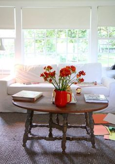 Maxwell's totally evergreen, classic tips to make small spaces feel bigger. Small Space Living, Living Spaces, Living Room, Living Area, Muebles Home, Diy Home Decor, Room Decor, Small Space Storage, Compact Living