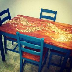 My own stenciled table! Instructions, courtesy of… Home Diy, Furniture Diy, Stenciled Table, Painted Furniture, Diy Furniture, Refinishing Furniture, Painted Kitchen Tables, Stencil Table Top, Stencil Furniture