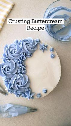 Crusting Buttercream Recipe, Cake Icing, Frosting Recipes, Buttercream Frosting, Icing Tips, Eat Cake, Cake Decorating Icing, Cake Decorating Techniques, Cookie Decorating