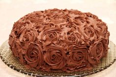 My Little Kitchen: Chocolate rose cake Chocolate Roses, Chocolate Heaven, Rose Cake, Little Kitchen, Fudge, Eat Cake, Frosting, Cupcake, Food And Drink