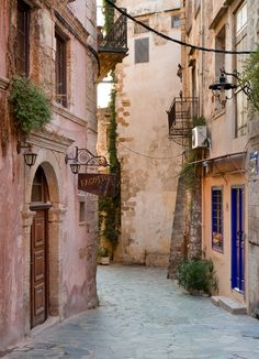 Chania Old Town, Crete Inhabited since Neolithic times Chania is enveloped by the rich cultural prescience of the Minoans, Classical Greeks, Byzantine, Ottoman and Venetian eras. Separated in essence in 3 districts (Topanas, Jewish Quarter and...