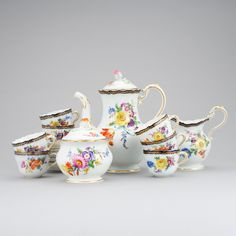 Servico de cafe em porcelana Alema Meissen de finais do sec.19th, 4,570 USD / 4,080 EUROS / 16,660 REAIS / 29,690 CHINESE YUAN soulcariocantiques.tictail.com