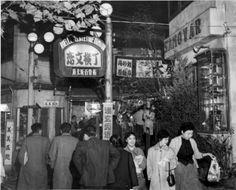 渋谷・恋文横丁 Tokyo Olympics, Old Photography, Im In Love, Historical Photos, Harajuku, Street View, Scene, Japanese, Landscape