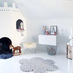 """Alba Viola's room Looks great @krea_pernille love to see our Silver white Froggy is having a good life #leggybuddy #sebra #annelindedk #miffy #boerneneskartel #trendbazaar #kartell #lapinandme #purefurdk #donebydeer #livink #wendelboedesign #trineholbaekdesigns"" Photo taken by @leggybuddy on Instagram, pinned via the InstaPin iOS App! http://www.instapinapp.com (04/11/2015)"