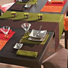 Decocasa Mexico » Manteles individuales: una buena base Kitchen Linens, Kitchen Decor, Lace Table Runners, Decoration Table, Breakfast Nook, Dining Room Table, Sweet Home, Table Settings, Bistros