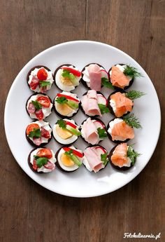 original_title] – monika Perfect finger food, party food with cottage cheese on pumpernickel. (in Polish) Perfect finger food, party food with cottage cheese on pumpernickel. (in Polish) Party Food Buffet, Party Food Platters, Canapes Recipes, Appetizer Recipes, Party Finger Foods, Cooking Recipes, Healthy Recipes, Appetisers, Appetizers For Party