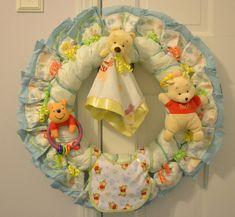 Winnie the Pooh Diaper Wreath Yellow Red Green and Orange Baby Shower Fun, Baby Shower Gender Reveal, Baby Shower Parties, Baby Boy Shower, Baby Showers, Baby Door, Diaper Wreath, Donia, Baby Kind