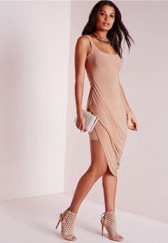 Cette robe rcamel va vous coller à la peau cette saison ! Portez-la avec des sandales à talon et une pochette assortie pour être sûre d'avoir tous les yeux rivés sur vous à la prochaine soirée. Son tissu fluide et sa coupe moulante n...