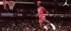 The Famous Michael Jordan dunk from the foul line to win the NBA slam dunk contest. Air Jordan flew seemingly against the laws of gravity! Michael Jordan Basketball, Michael Jordan Slam Dunk, Michael Jordan Photos, James Harden, San Antonio Spurs, Nba Players, Basketball Players, Basketball Legends, Basketball Photos