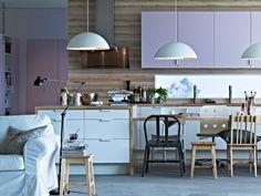 """""""Det här köket har en lugn men ändå lekfull känsla. Det är lätt att föreställa sig att det är hubben för ett aktivt familjeliv, med läxläsning och mycket matlagning.""""Therese, inredningsdesigner"""