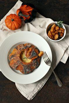 Pane di zucca con fonduta di bitto e crostini aromatizzati al rosmarino