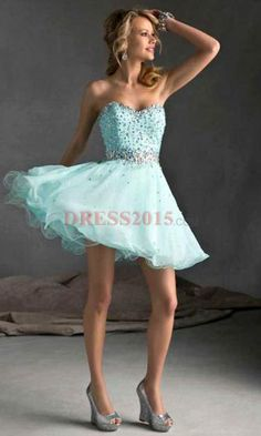 LOVE THIS PROM DRESS! even tho I cant pull off a strapless for my life..ha