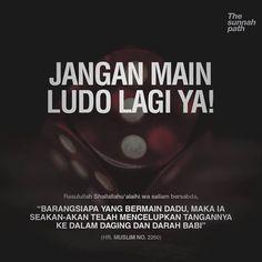 "LARANGAN BERMAIN DADU (LUDO, MONOPOLI, Dan Sejenisnya) . Hukum Bermain Dadu . Mayoritas ulama mengharamkan permainan dadu yaitu ulama Hambali, Hanafi, Maliki dan kebanyakan ulama Syafi'i. . Dalil-dalil yang mendukung ulama yang mengharamkan, . Dari Sulaiman bin Buraidah, dari ayahnya, Nabi shallallahu 'alaihi wa sallam bersabda, ""Barangsiapa yang bermain dadu, maka ia seakan-akan telah mencelupkan tangannya ke dalam daging dan darah babi"" (HR. Muslim no. 2260). . Imam Nawawi mengatakan bahwa… Prayer Verses, Quran Verses, Quran Quotes, Reminder Quotes, Self Reminder, Muslim Quotes, Islamic Quotes, Jokes Quotes, Life Quotes"