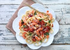 A simple summer pasta with prawns, scallops, tomatoes and parsley. Summer Pasta Recipes, Seafood Pasta Recipes, Prawn Recipes, Easy Pasta Recipes, Cooking Recipes, Healthy Recipes, Prawn Pasta, Pasta With Prawns, Recipes