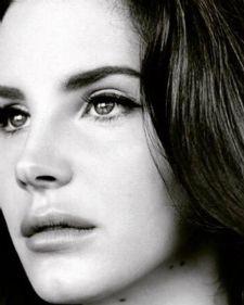 Lana Del Ray poznata je svetska pevačica po svojim originalnim baladam. Dok preslušavamo njene hitove ''Born to die'', ''Sumertime sednes'' i ''Blue jeans'', ona priprema novi album i novi singl.