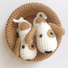 Amigurumi dog pattern to crochet for FREE. The height of finished amigurumi dog is about 25 cm You'll need ALIZE Bahar yarn and mm crochet hook. Chat Crochet, Crochet Mignon, Love Crochet, Crochet Dolls, Crochet Flowers, Crochet Style, Crochet Crafts, Crochet Projects, Confection Au Crochet