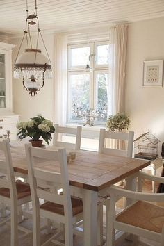 Related posts: Farmhouse Dining Room Table & Decorating Ideas 53 Cool Farmhouse Dining Room Decor Ideas Gorgeous Scandinavian Dining Room Design Ideas ▷ 1001 + ideas for dining room decoration to fascinate Cottage Dining Rooms, Dining Room Curtains, Farmhouse Dining Room Table, Dining Room Table Decor, Country Dining Rooms, Dining Table Design, Rustic Farmhouse, Room Decor, French Farmhouse