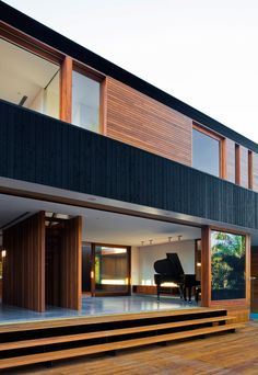 95 Examples Of Amazing Contemporary Flat Roof Design Of A House Beautiful Exterior Ideas for Modern House Design Small House Cladding, Timber Cladding, Exterior Cladding, Facade House, Black Cladding, Container Home Designs, Modern Exterior, Exterior Design, Exterior Paint
