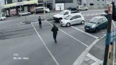 Peringatan buat siapa saja agar berhati-hati saat bawa handphone di jalan. . Ingat Allah.  Dzikir itu lebih penting daripada HP.  #TausiyahCinta http://ift.tt/2f12zSN