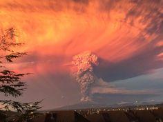 Chile's Calbuco volcano erupts 4/22/15