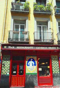La Taberna Restaurante Oliveros está en la Calle San Millán, 4, muy cerca de El Rastro.  The Taberna Restaurante Oliveros is on Calle San Millán, 4, very close to El Rastro