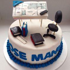 Resultado de imagen para decoracion para fiestas de una arquitecta Simple Fondant Cake, Fondant Cakes, Cupcake Cakes, College Graduation Cakes, Graduation Desserts, Cake Topper Tutorial, Cake Toppers, Architecture Cake, Engineering Cake