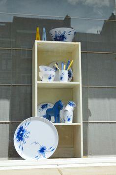 Blue and White melamines Blue Dancers by Medusa Copenhagen for a sunny garden party!