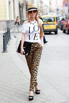 Sheinside pants, H & M top, hat & sunglasses, Stradivarius clutch & sandals, Tally Weijl necklace.