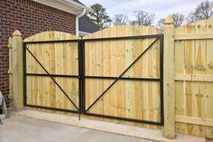 Classic Wooden Gates Will Make Your Home Look Great - The Urban Interior Backyard Gates, Driveway Gate, Fence Gates, Cedar Fence, Wooden Garden Gate, Fence Gate Design, Unique Garden, Bois Diy, Building A Fence