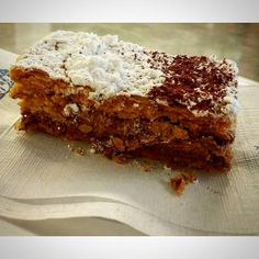 Que tal um #millefoglie de sobremesa?  Apesar de ser um #doce frances ele é muito comum encontrar essa #sobremesa #deliciosa! Esse aqui é uma versão mini e é vendido em várias pasticerias de Roma... ai ai ai deu até agua na boca!!!! ___________________________________________________________________________________ #roma #europe #travel #travelgram #instatravel #eurotrip #italia #italy #rome #trip #travellingaroundtheworld #snapchat #emroma #viagem #viajar #turismo #dicas #dicasdeviagem…