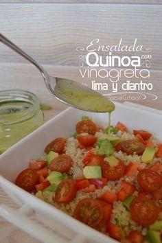 Ensalada de quinoa con vinagreta de lima y cilantro.