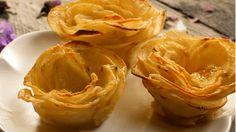 Recette avec instructions en vidéo: Surprenez vos invités avec cette recette originale de gratin de pommes de terre en forme de rose ! Ingrédients: 8/10 pommes de terre, 50g de beurre fondu, Une grosse pincée de parmesan râpé, Sel, poivre