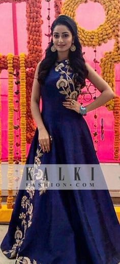 indian fashion Traditional -- CLICK Visit link above for more info Indian Gowns, Indian Attire, Pakistani Dresses, Indian Wear, Indian Outfits, Style Marocain, Gala Dresses, Indian Designer Wear, Dress Patterns