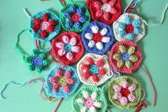 little woollie: new crochet beginnings... http://colourinasimplelife.blogspot.com.au/2011/12/puffed-daisy-hexagon.html