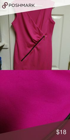 Hot pink w zipper size 12 Shift dress *Read dress alone is beautiful up close there's tiny lil snags horizontal snags there's not piling but there the snag n then lil fuZZ a really good sweater shaver could really clean this COULD BE nice there's non holes NO STAINS no rips non tares just has these lil snags threw the midsection in back u really can not tell at all but has some very lil minimal fUZZY DRESS ISNT BAD still wearable then fabric is beautiful alone the zipper nothing I an very…