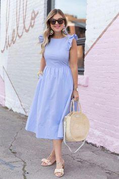 Nice light blue dress with retro details Schönes hellblaues Kleid mit Retro-Details Lovely Dresses, Modest Dresses, Modest Outfits, Modest Fashion, Fashion Dresses, Modest Wear, Petite Dresses Casual, Floral Skirt Outfits, Blue Dress Casual