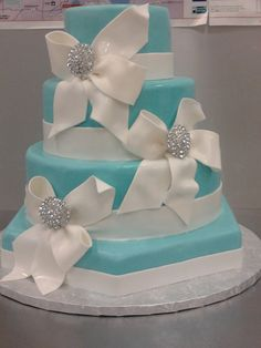 Tiffany Blue cake. Maybe for a Breakfast at Tiffany's themed Wedding Shower