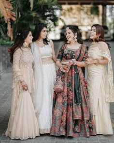 Bookmark this bridesmaid pose for your D day Indian Wedding Photography Poses, Indian Wedding Photos, Indian Wedding Planning, Wedding Planning Websites, Photography Ideas, Bridesmaid Poses, Bridesmaid Outfit, Bride Sister, Best Friend Wedding