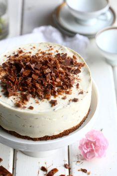 Daim-juustokakku ilman liivatetta - Suklaapossu Tiramisu, Good Food, Cupcakes, Sweets, Cookies, Chocolate, Baking, Ethnic Recipes, Desserts
