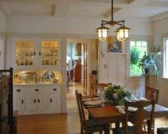 craftsman style..Beautiful. We could do this between the kitchen and dining room
