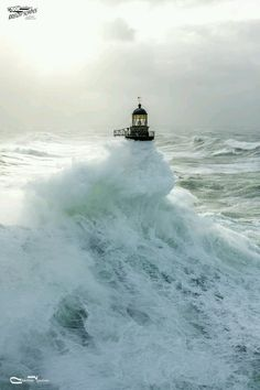 Tempete at Ar Men Located at the western end of the floor of Sein, the Lighthouse of Ar-Men rises to over 33 meters above the sea. No Wave, Beautiful World, Beautiful Places, Lighthouse Pictures, Stormy Sea, Beacon Of Light, All Nature, Sea And Ocean, Ocean Waves